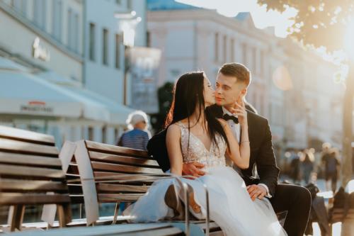Zachód słońca w Lublinie, to najlepsza pora do robienia zdjęć plenerowych. Sesja ślubna w Lublinie-jeden z lepszych pomysłów