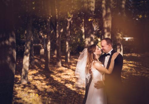 Zdjęcie ślubne w Lubelskim skansenie jesienią